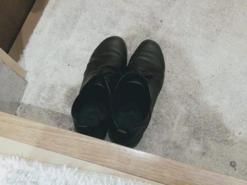 玄関先の靴の写真